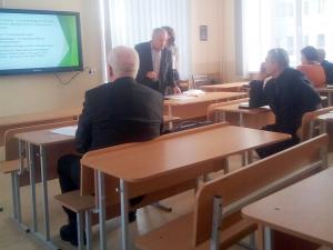 докладчик доц. Илюкович А.А. по проблемам аккредитации МБА (школ бизнес-образования) отвечает на вопросы сотрудников кафедры.